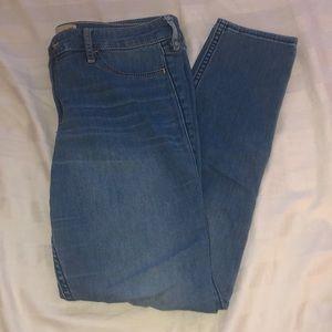 size 9 medium wash jeans